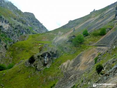 Ruta Cares-Picos de Europa; las chorreras del río cabriel valle liebana costa ártabra floracion de